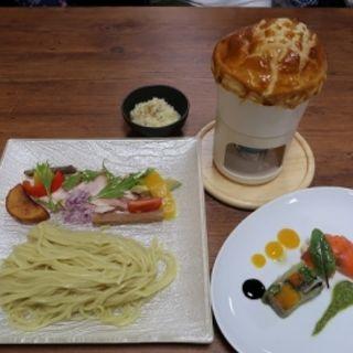 パイ包みのオニオンスープつけ麺(くろす)