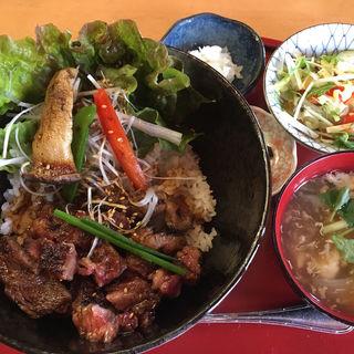 炭火焼ステーキ丼(土佐屋 )