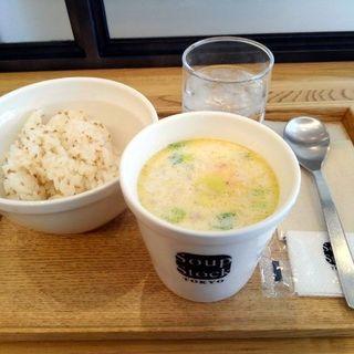 レギュラーカップセット(桜海老と春キャベツのクリームスープ+ご飯)(スープストックトーキョー CIAL桜木町店)