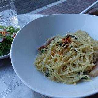 pasta lunch ベーコンとほうれん草のクリームパスタ(ミニサラダ付)