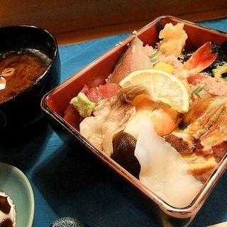 昼食 ちらし寿司(すし割烹 なか庄)