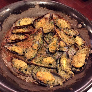 アイリッシュムール貝のガーリックバターパン粉焼き(ブルマーレ 新宿店 )
