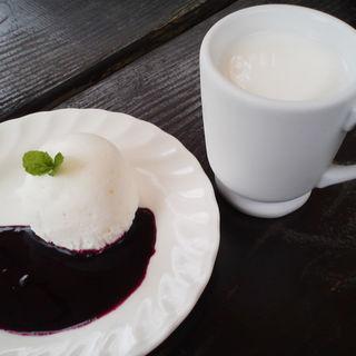 ケーキセット(チーズハウス ヤルゴイ (YARGOI))