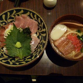 琉球まぐろ丼と沖縄そば定食(ちゅら屋 相鉄ジョイナス店)