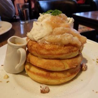 リコッタクリームのパンケーキエスプレッソアングレーズソース(カフェ&ブックス ビブリオテーク 東京・有楽町 (café & books bibliotheque))