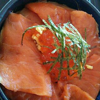 鮭親子丼(サーモン亭 )