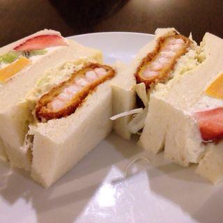 えびカツ&フルーツサンド(さえら)