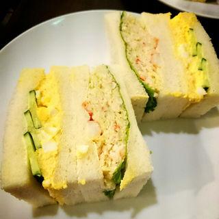 たらば蟹のサンドイッチ(さえら)