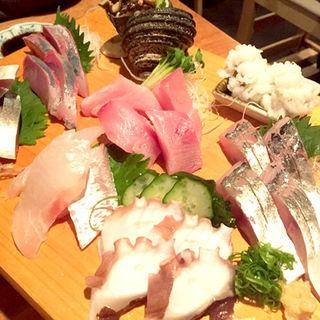 お造り盛り合わせ(さしみの魚紳 (さしみのぎょしん))
