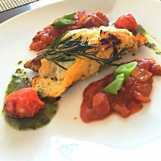 島魚チーズグリルの トマトとバジルソース添え(シーフォレスト )