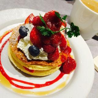 季節限定のベリーパンケーキ(ジェイエスパンケーキカフェ 下北沢店 (j.s. pancake cafe))