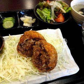 牛たんメンチ定食(しげ吉)