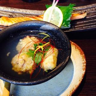 鮭ハラス焼とれんこんまんじゅう定食(しのえもん )