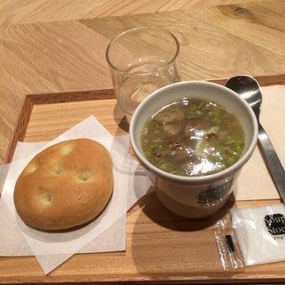 半熟卵とグリーンピースのフレンチスープ(スープ ストック トーキョー 福岡パルコ店 (Soup Stock Tokyo))
