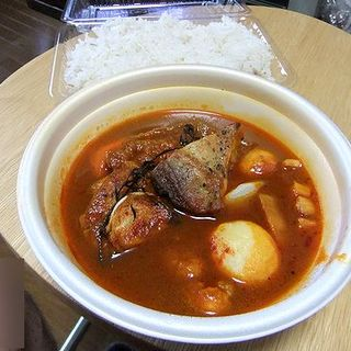 Zelligesスープ状カレー鶏モモ肉の香草焼き(ゼリージュ)