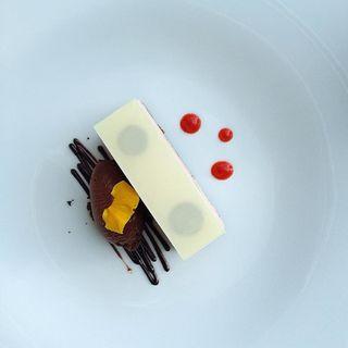 フランボワーズのムースとショコラアイス(センシ バイ ハインツ ベック (sensi by Heinz Beck))