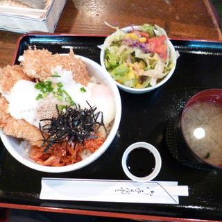 白いカツ丼(セントポールの隣り)