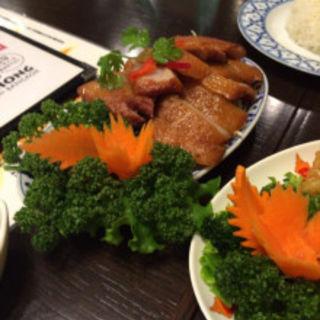 豚トロ肉のタイ風炙り焼き(沌 コレド日本橋店)