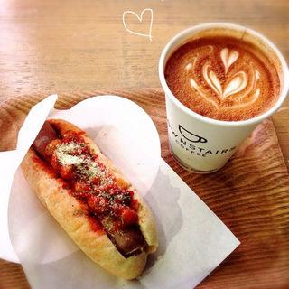 トライアルドッグのドリンクセット(ダウンステアーズコーヒー 大阪 (DOWNSTAIRS COFFEE))