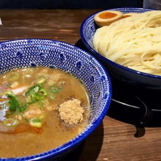 鶏と鯵煮干しの一番搾りつけ麺(味玉付)