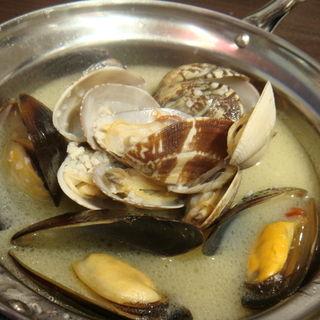 あさり&ムール貝のワイン蒸し(ちばチャンバル )