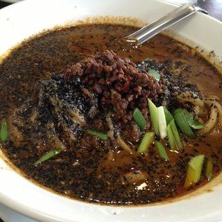 黒胡麻担々麺(ちょもらんま )