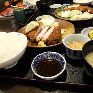 ロースカツ定食(とんかつ専門店 かつ亭)