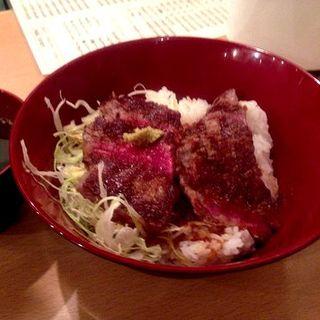 ステーキ丼 レギュラー ご飯大盛り+100円(ニクゼン )