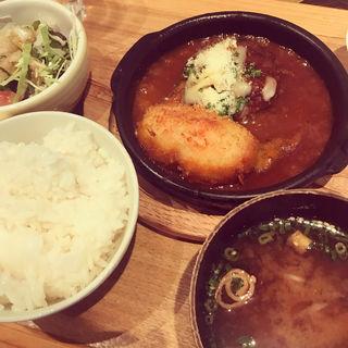 煮込みハンバーグ&手作りポテトコロッケ定食(あさり食堂 )