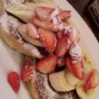 サワークリームパンケーキ 苺&バナナ添え(バビーズ ヤエチカ (Bubby's))