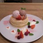 2月のパンケーキ苺とマスカルポーネのバレンタインパンケーキ