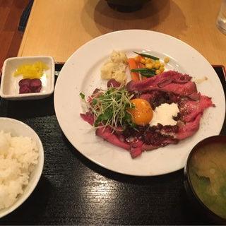 ローストビーフ定食(ビーフボウル)