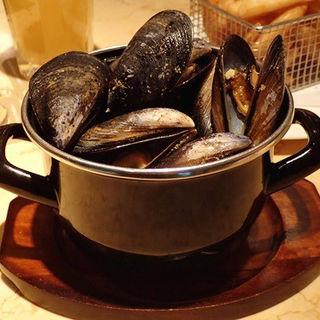 ムール貝のトマトブイヤベース蒸し (シングル)(ビアカフェ ブルッグスゾット 日本橋 (Brugse Zot))