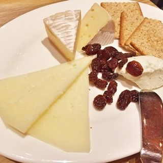チーズ盛り合わせ(ビアバルNAGAOKAYA (ナガオカヤ))