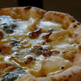 4種類のチーズ&ミルク(ピッツァ ナポレターノ カフェ テラッソ姫路店 (PIZZA NAPOLETANO CAFE))