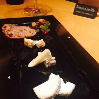 ■<シェフおまかせ>食べごろチーズの盛り合わせ(4種盛) (ぶどう酒食堂さくら )
