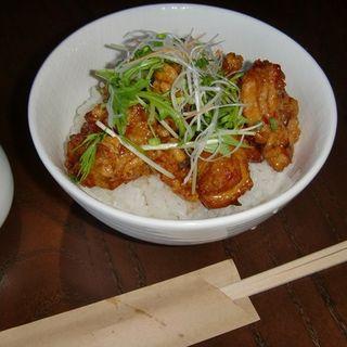 唐揚げ丼(フニ ムニ (FuNi MuNi))
