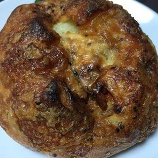 たまり醤油漬けクリームチーズとドライトマトとジャガイモのフランスパン