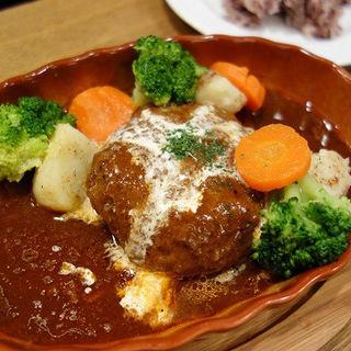 自家製ハンブルグステーキ (煮込みハンバーグ) (フランツィスカーナー バー&グリル 日本橋店)