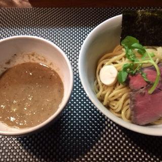 濃厚牛骨つけ麺(ブン ブン ブラウ カフェ ウィズ ビーハイヴ (Bum Bun BLau Cafe with BeeHive))