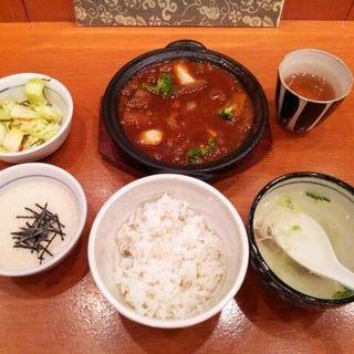 牛タンシチュー定食(べろ助 ミュープラット金山店 )