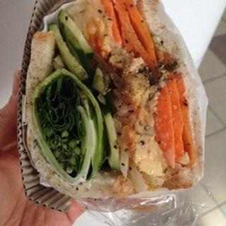 野菜とオムレツサンドトマトソース(POTASTA 代々木上原本店)