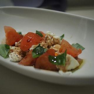 トマトとモッツアレラのカプレーゼ -ハチミツバルサミコソース-(マーサー カフェ (MERCER CAFE))