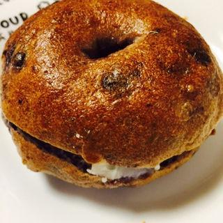ブルーベリーベーグルのクリームチーズサンド(マエジマ製パン )