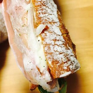 生ハムバケット(マエジマ製パン )