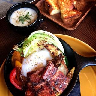 季節野菜と厚切りベーコンのグリルサラダ(マディソン ニューヨーク キッチン (MADISONNEW YORK KITCHEN))