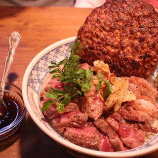 シカゴブルズステーキ丼+ハンバーグトッビング(マニアックハーバー (MANIAC HARBOR))