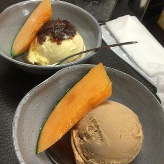 バニラあずきアイス、沖縄黒糖アイス(まるさん餃子)