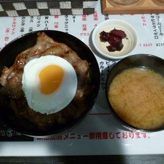半熟玉豚丼(中)(マルヨシサカバ (MARUYOSHI酒場))