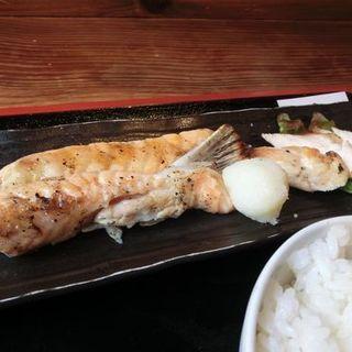 サーモンハラスと筑波鶏あぶり焼き定食(めしや太治兵衛)